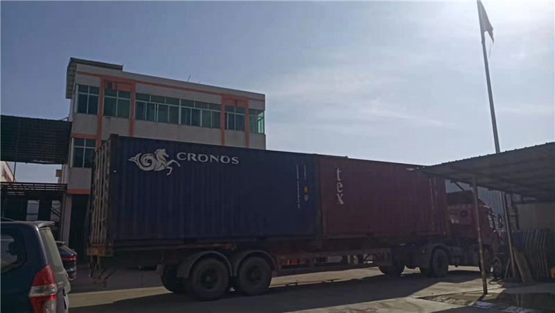 The first container in 2021 :Stone and tiles cutting machine to Middle East